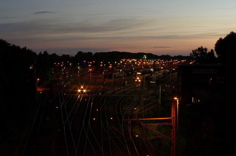 Güterbahnhof bei Nacht