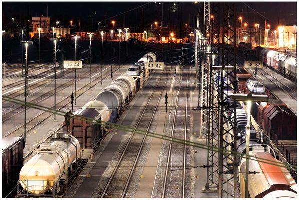 Güterbahnhof in der Nacht