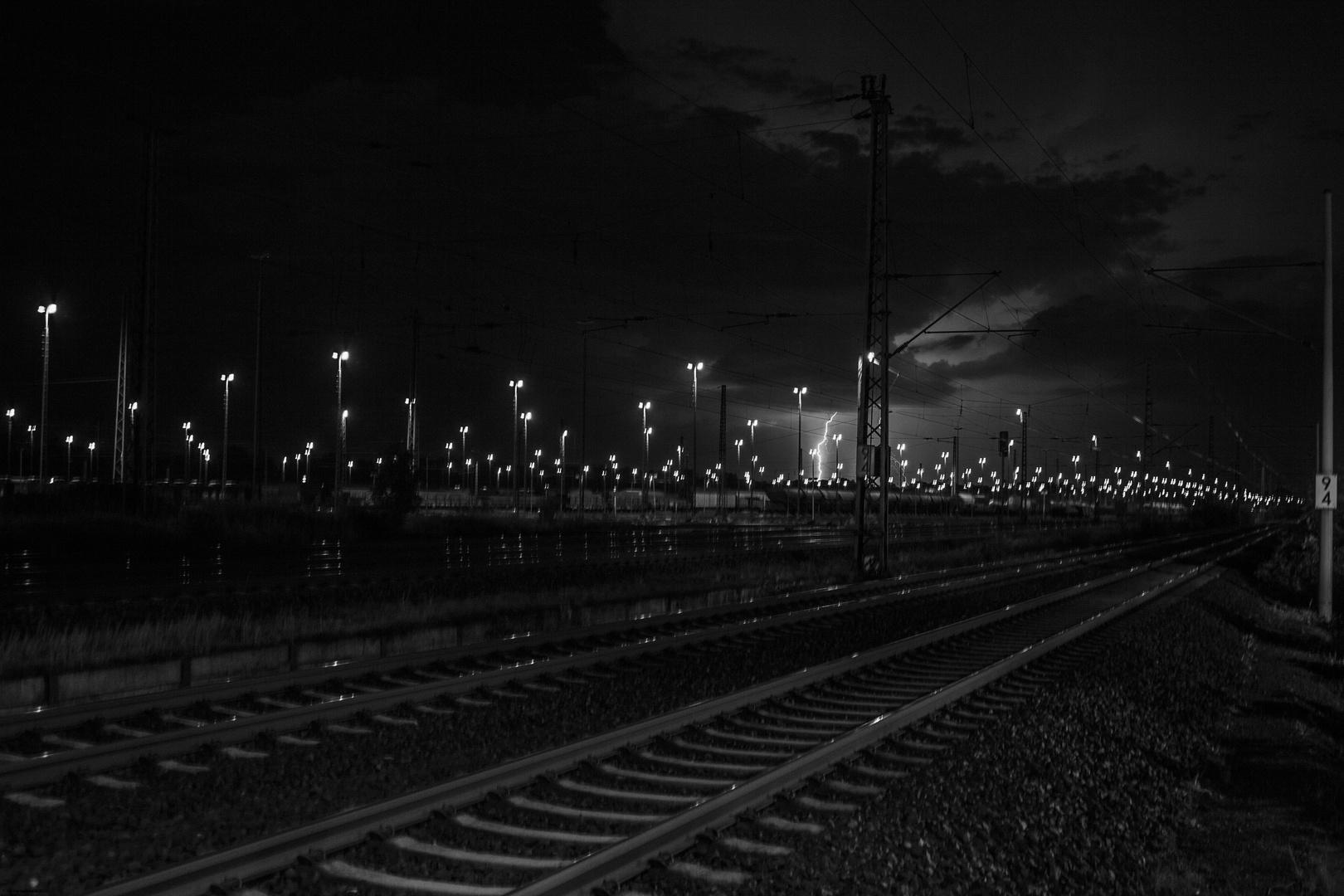 Güterbahnhof vom Blitz getroffen