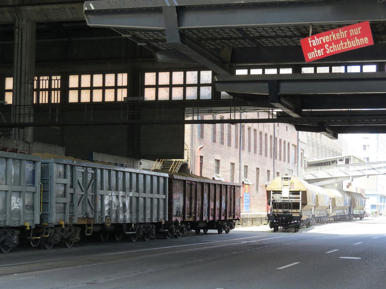 Güterverkehr im Hafen Basel
