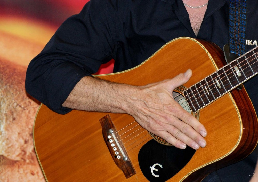 Guitare.................. POUR JANIE !!!!