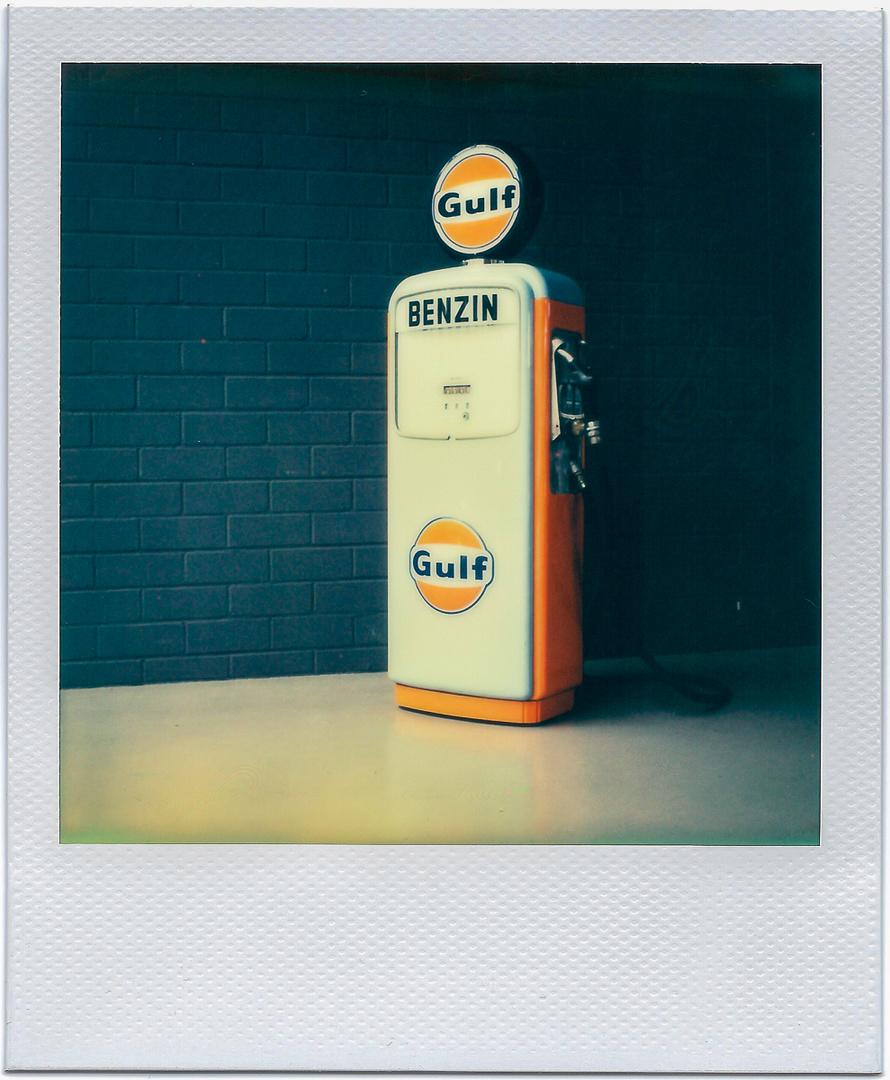 Gulf Benzinsäule Polaroid SX70 / Film Impossible