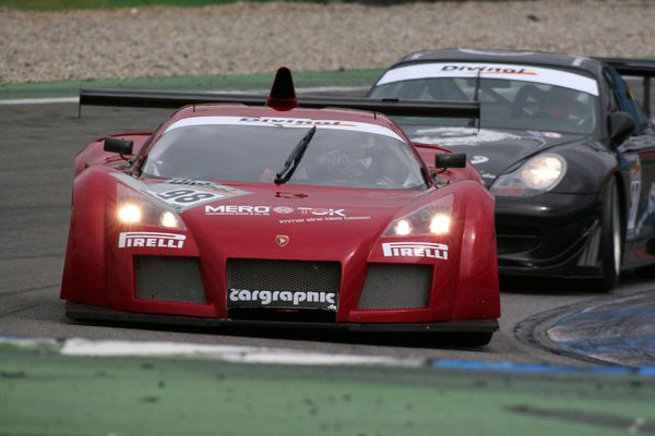 Gumpert-Apollo vor Porsche 996