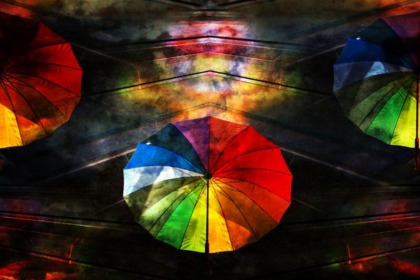 Gut beschirmt unterm Regenbogen