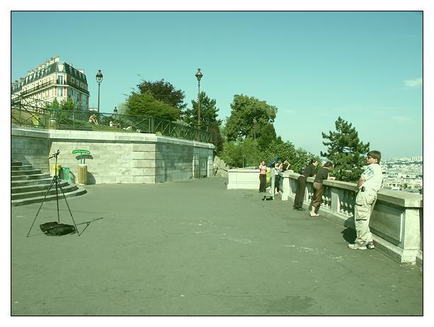 gut gerüstet zum Fototermin über den Dächern von Paris