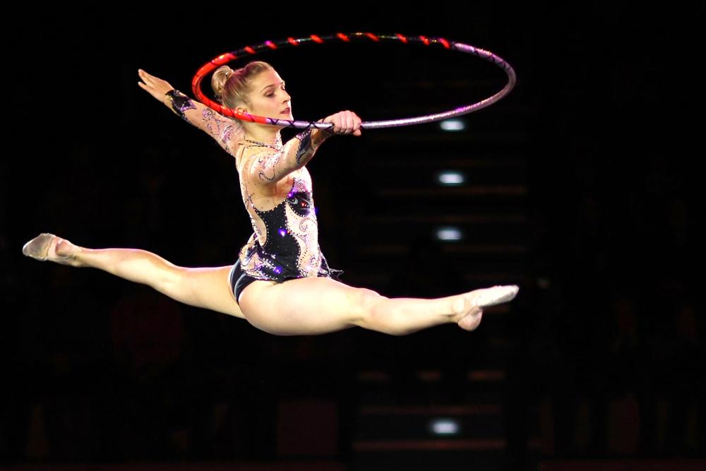 Gymnastin mit Reifen