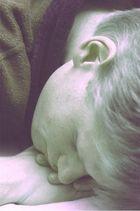 H., schlafend
