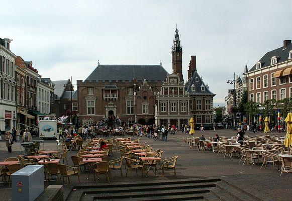 Haarlem, Großer Marktplatz mit Rathaus von 1630