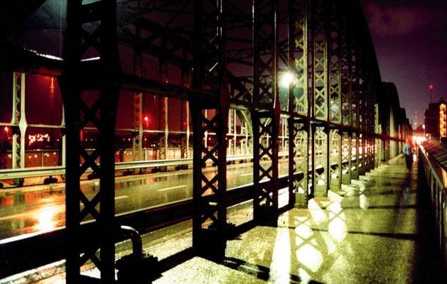 Hackerbrücke bei Nacht