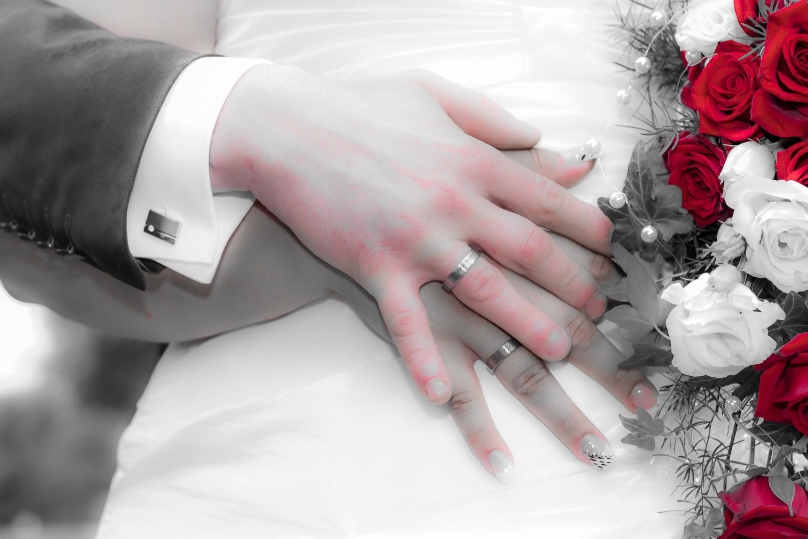 Hände und Rosen