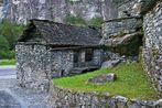 Häuser am Fels