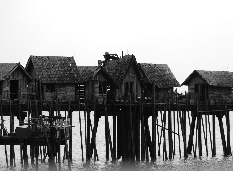 Häuser über Wasser