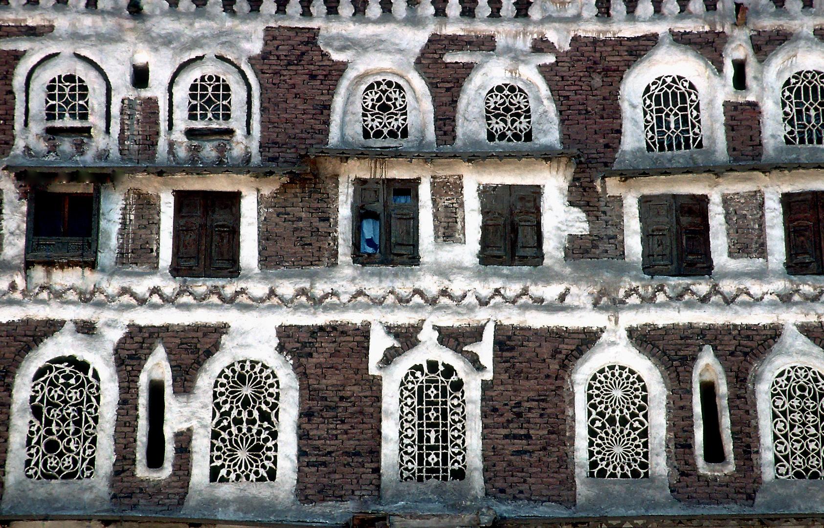 Häuserfront in Sanaa