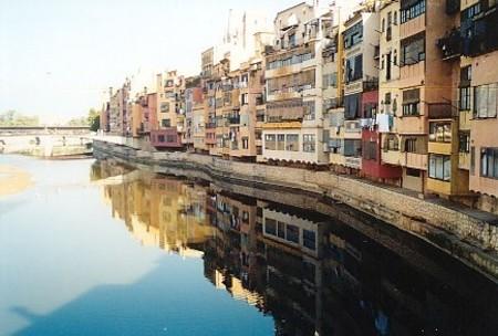 Häuserwand in Girona