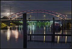 Hafen, Brücke und Mond