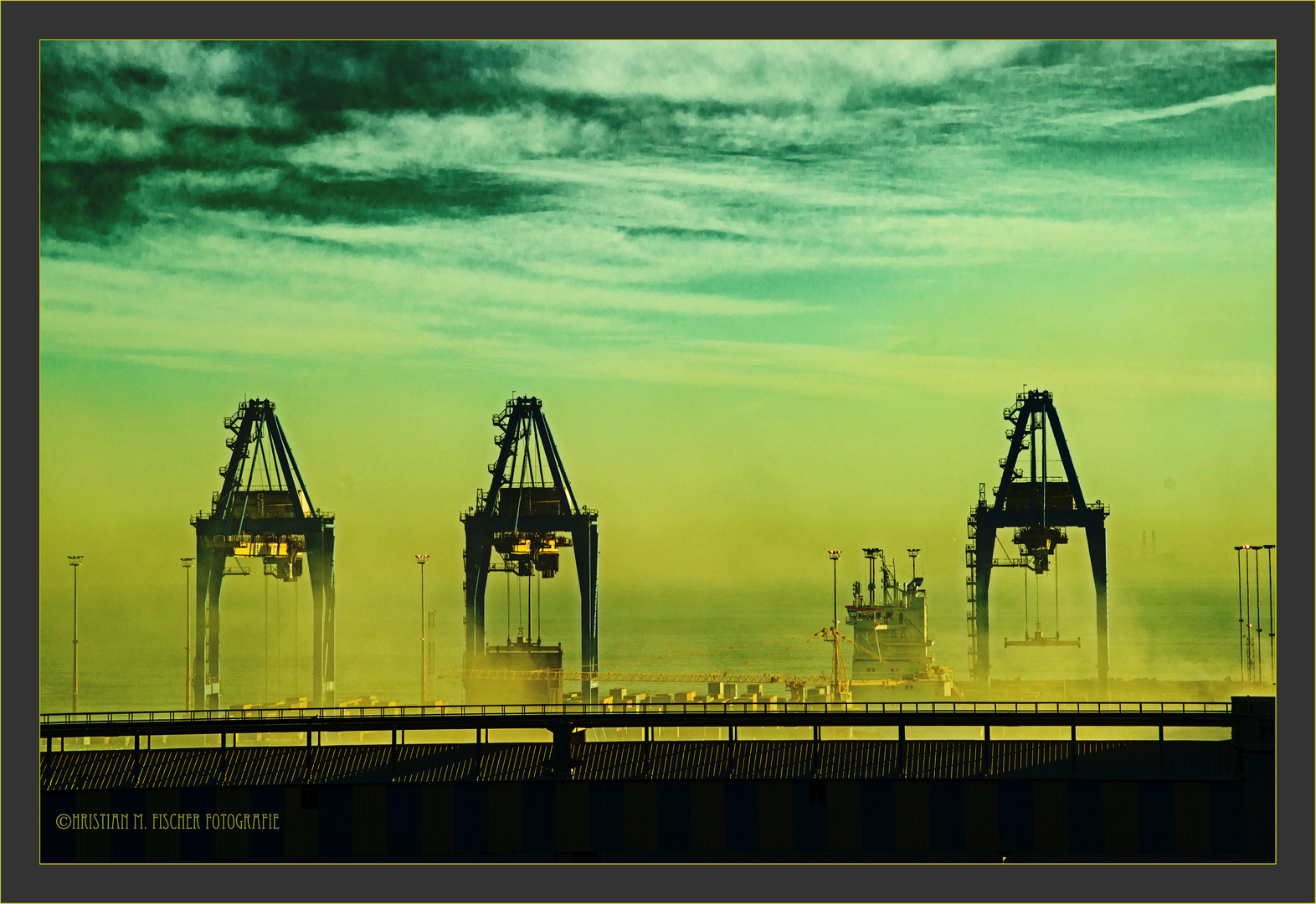 Hafen Casablanca im Smog