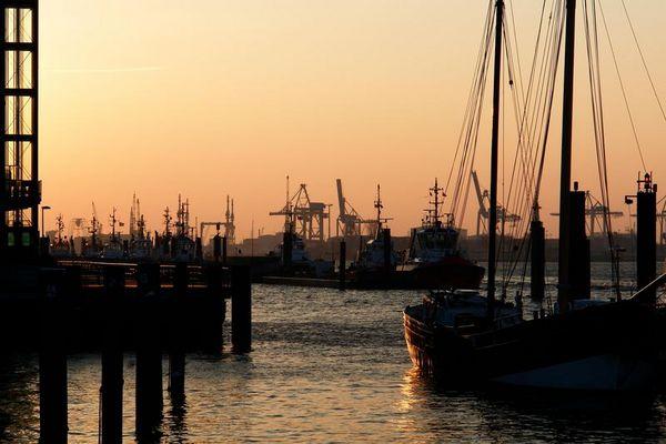 Hafen-Hamburg-Neumühlen-Övelgönne