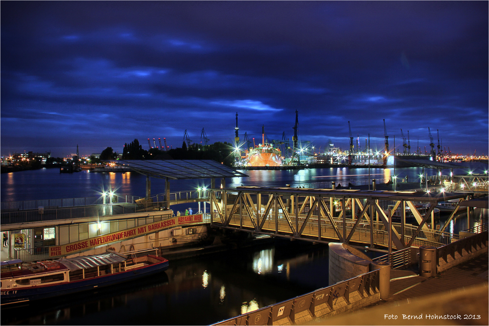 Hafen Hamburg .... St. Pauli-Landungsbrücken