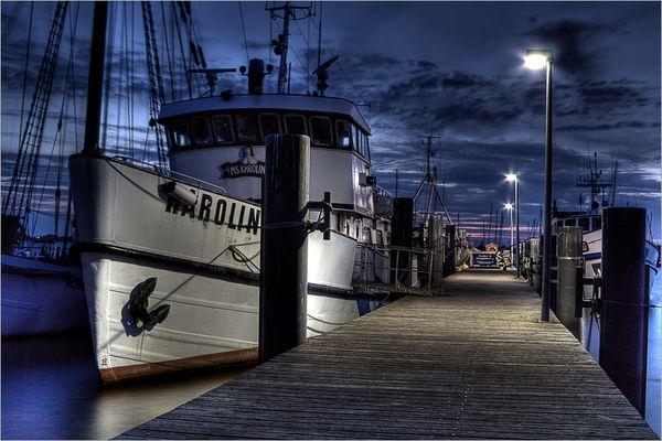 Hafen in der Abenddämmerung
