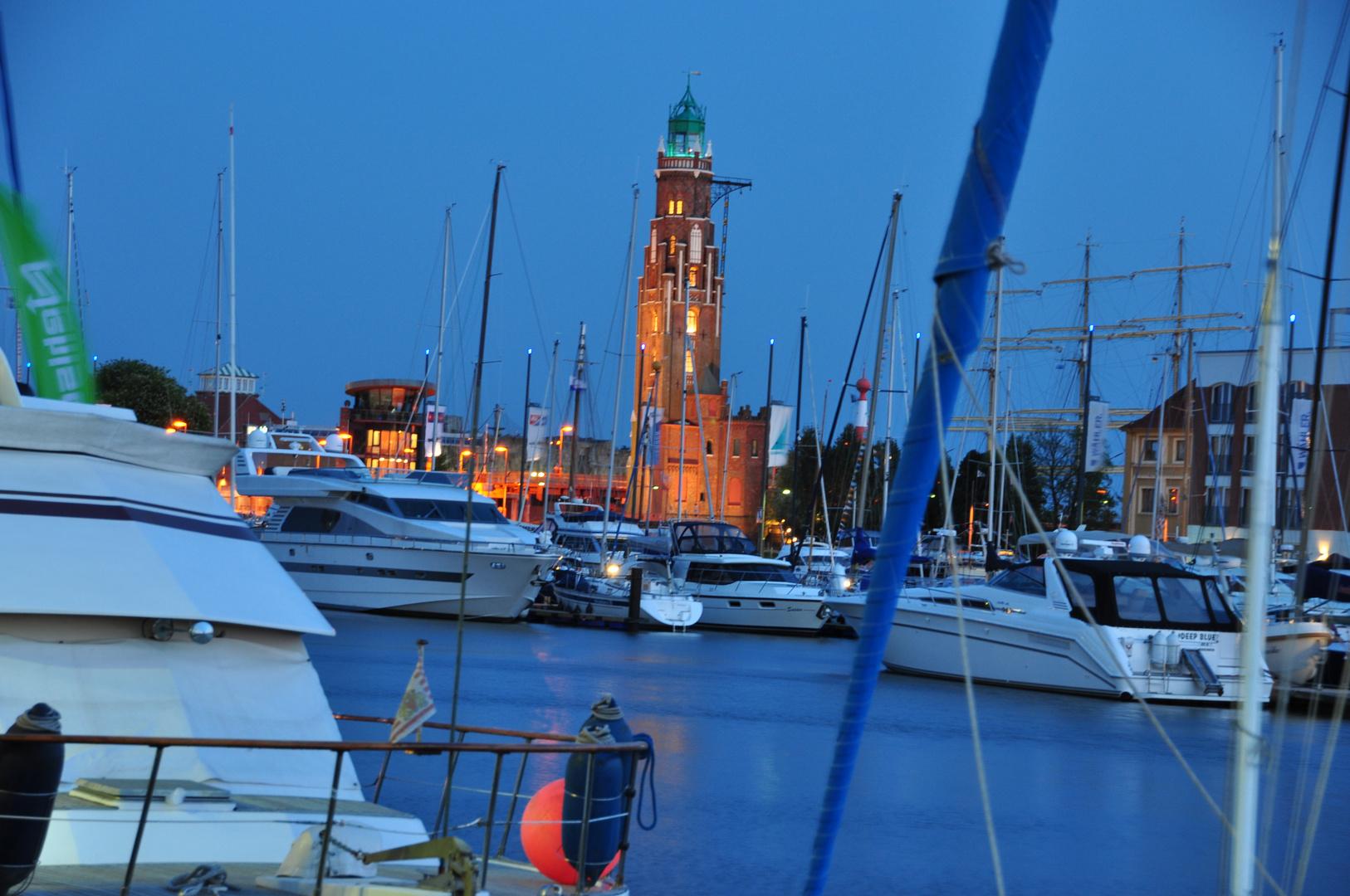 Hafen in der Blauen Stunde