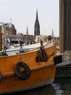 Hafen mit Blick auf Hamburg Innenstadt