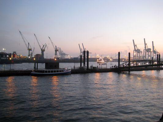 Hafen nach Sonnenuntergang