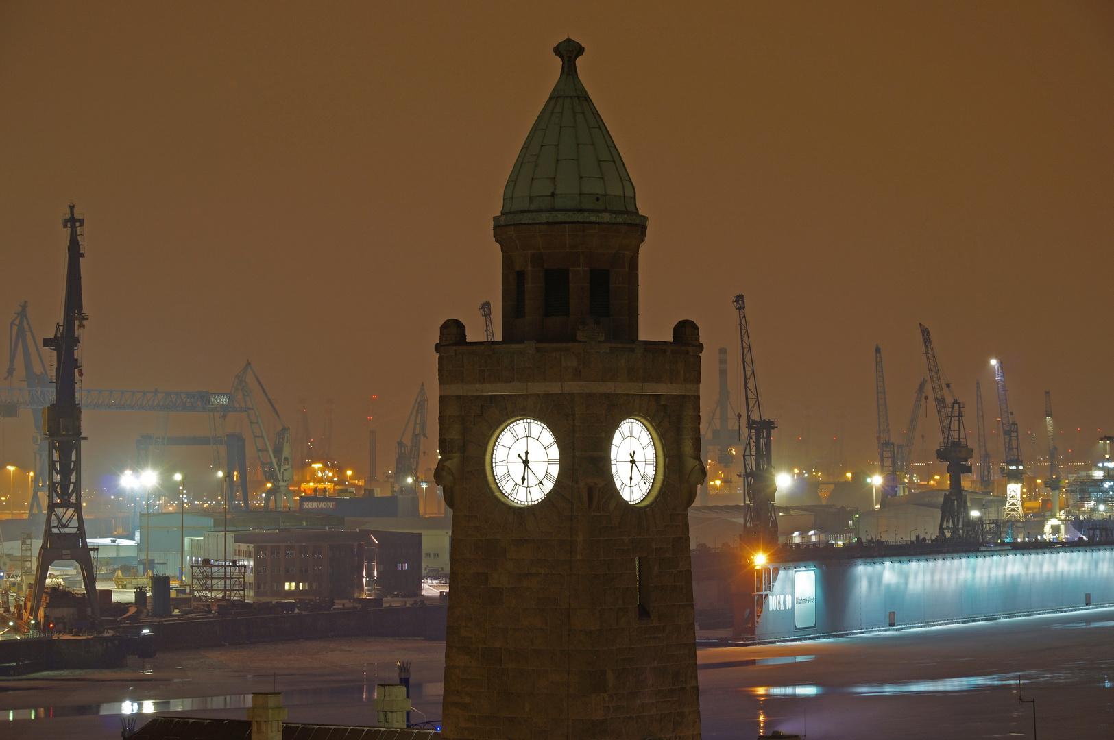 Hafen und Landungsbrücken in Hamburg
