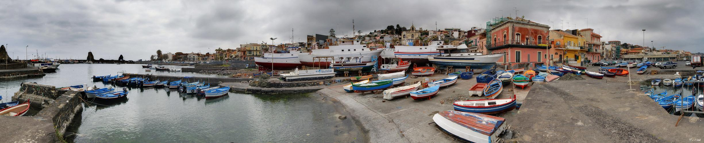 Hafen von Aci Trezza
