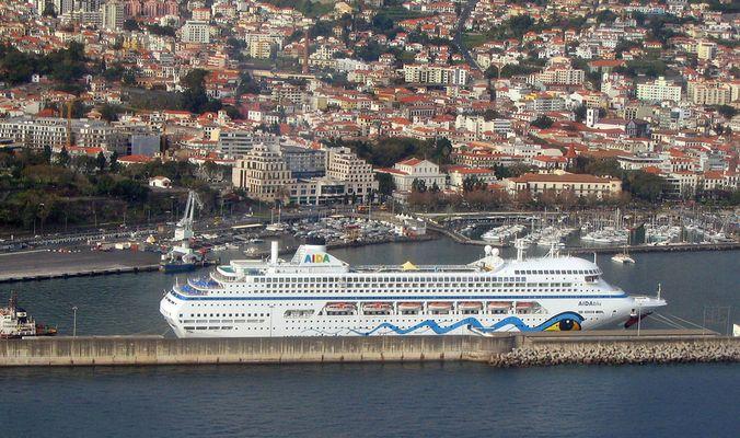 Hafen von Funchal mit AIDAblu