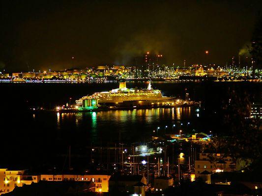 Hafen von Gibraltar bei Nacht