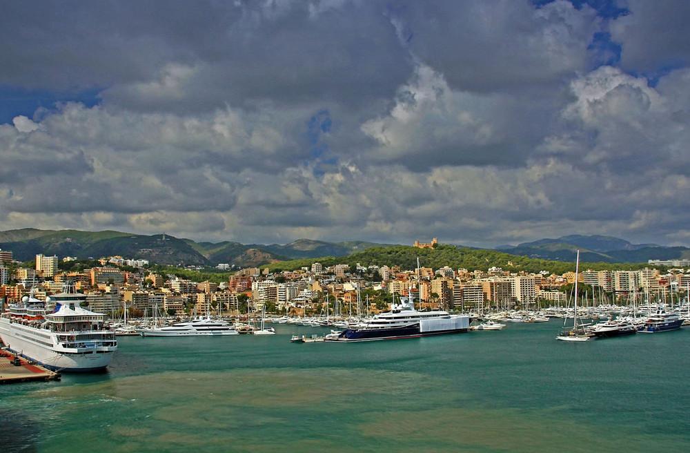 Hafen Wolkenbehangen
