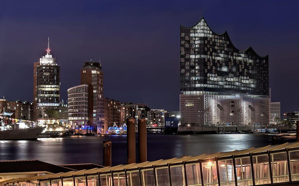 - - Hafencity - -