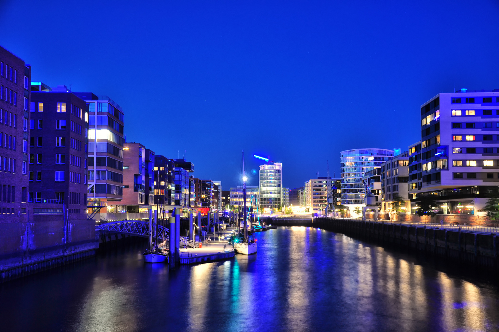 Hafencity blue night