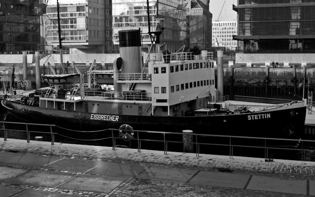 Hafencity in black and white 3