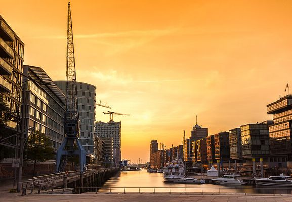 Hafencity in Gelb