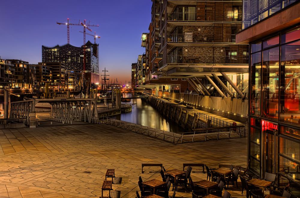 Hafencity mit Elbphilharmonie...