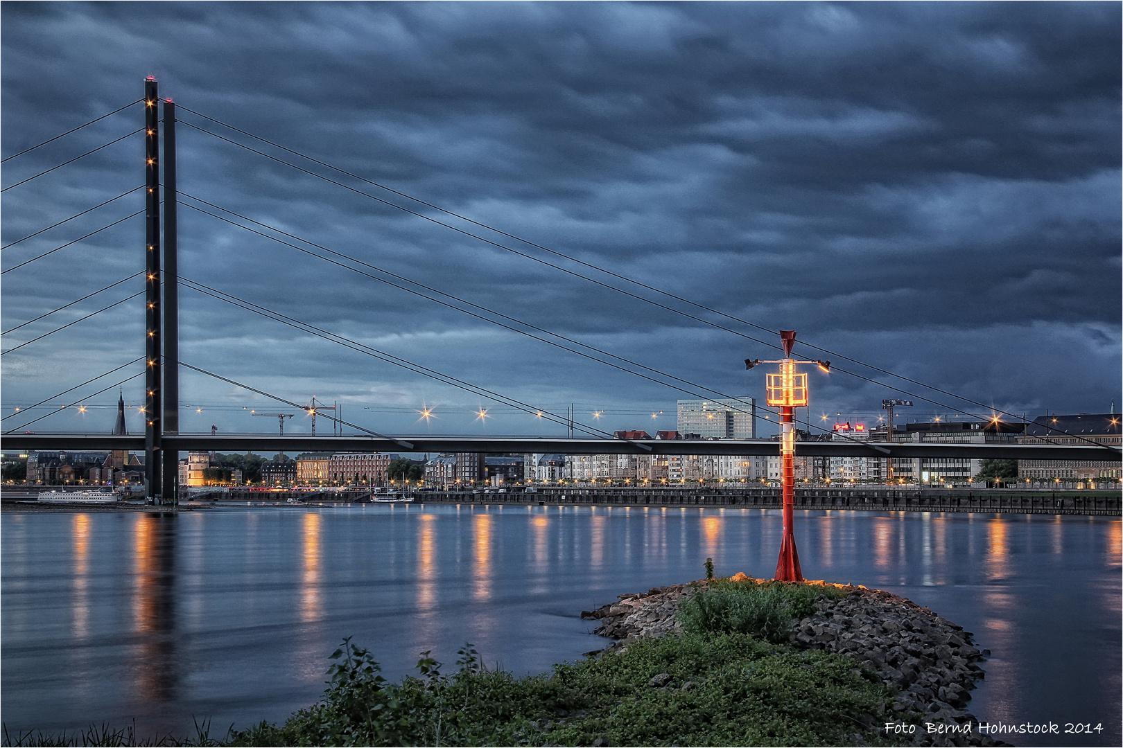 Hafeneinfahrt Düsseldorf ....