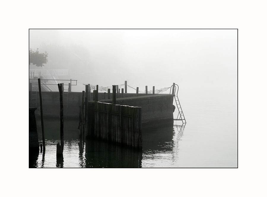 Hafeneinfahrt, Fischernetz, Leiter