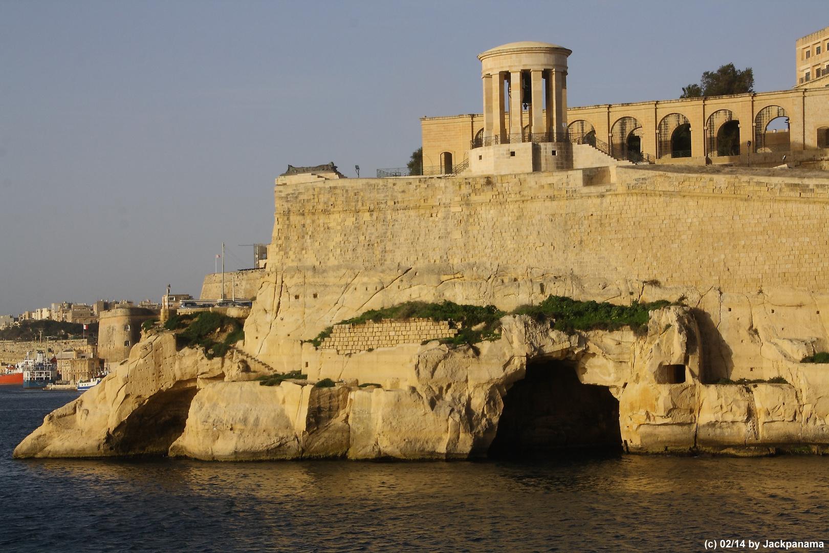 Hafeneinfahrt Malta mit der AIDSol