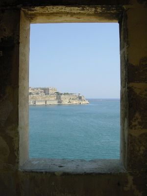 Hafeneinfahrt vom Turm aus.