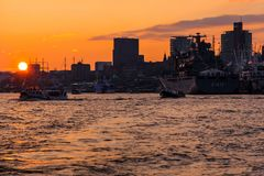Hafengeburtstag im Gold gehaucht