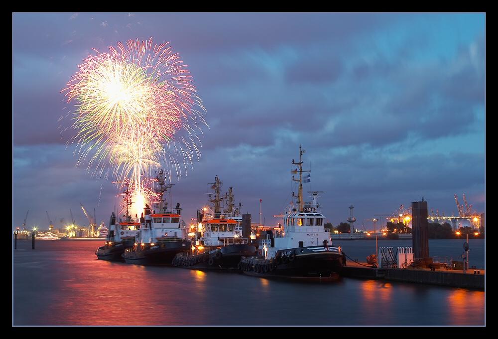 Hafenindustrie@Night mit Feuerwerk