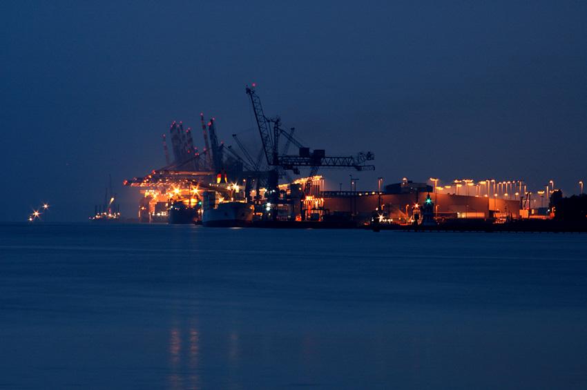 Hafenstimmung am Strom