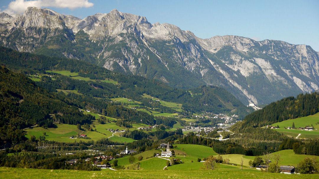 Hagengebirge mit Buchbergkirchlein und der Kirchturm von St.Rupert