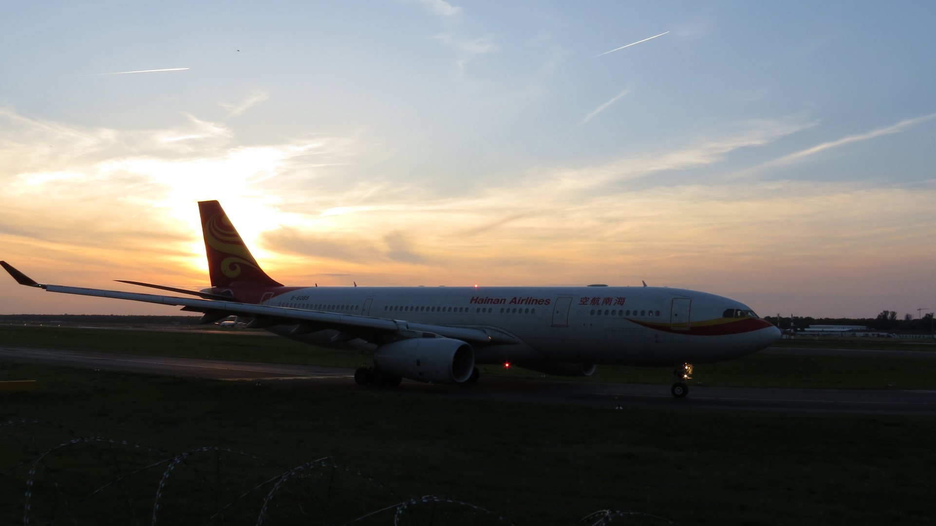 Hainan Airlines A330-200 am Abend [Berlin-Tegel]