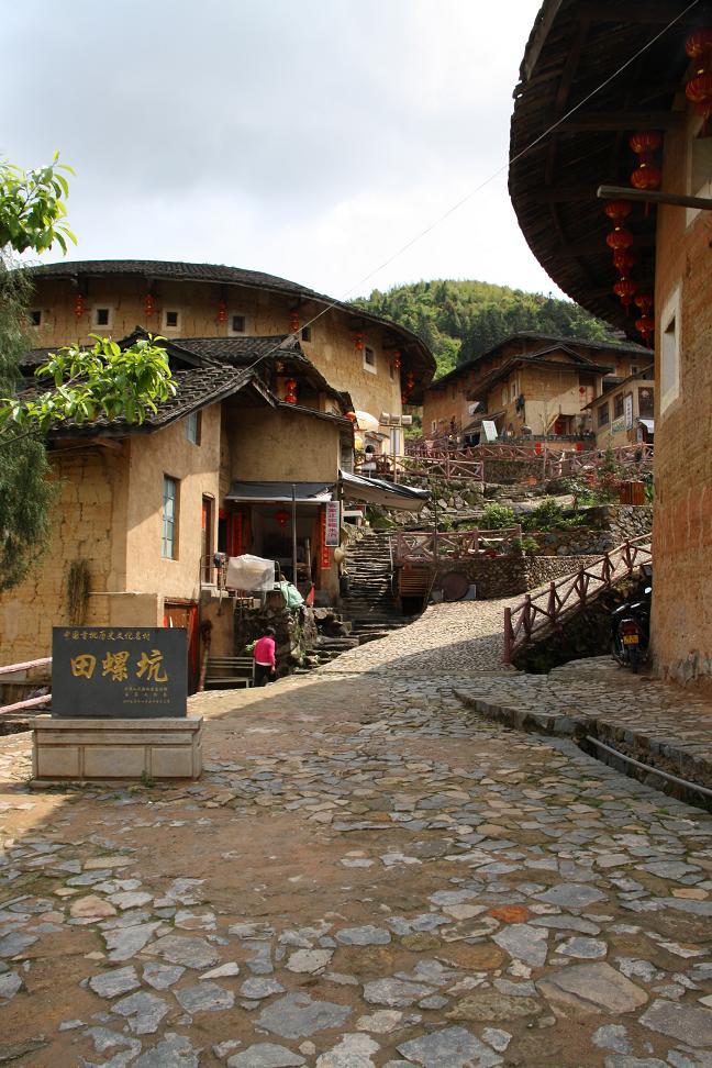 Hakka Rundbauten nahe der Stadt Xiamen ...