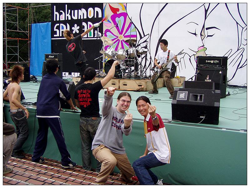 Hakumonsai 2004 - Akira, ich und die Stinkefinger