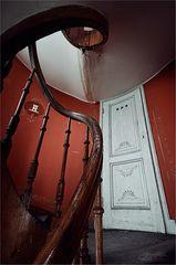 * halbe Treppe höher *