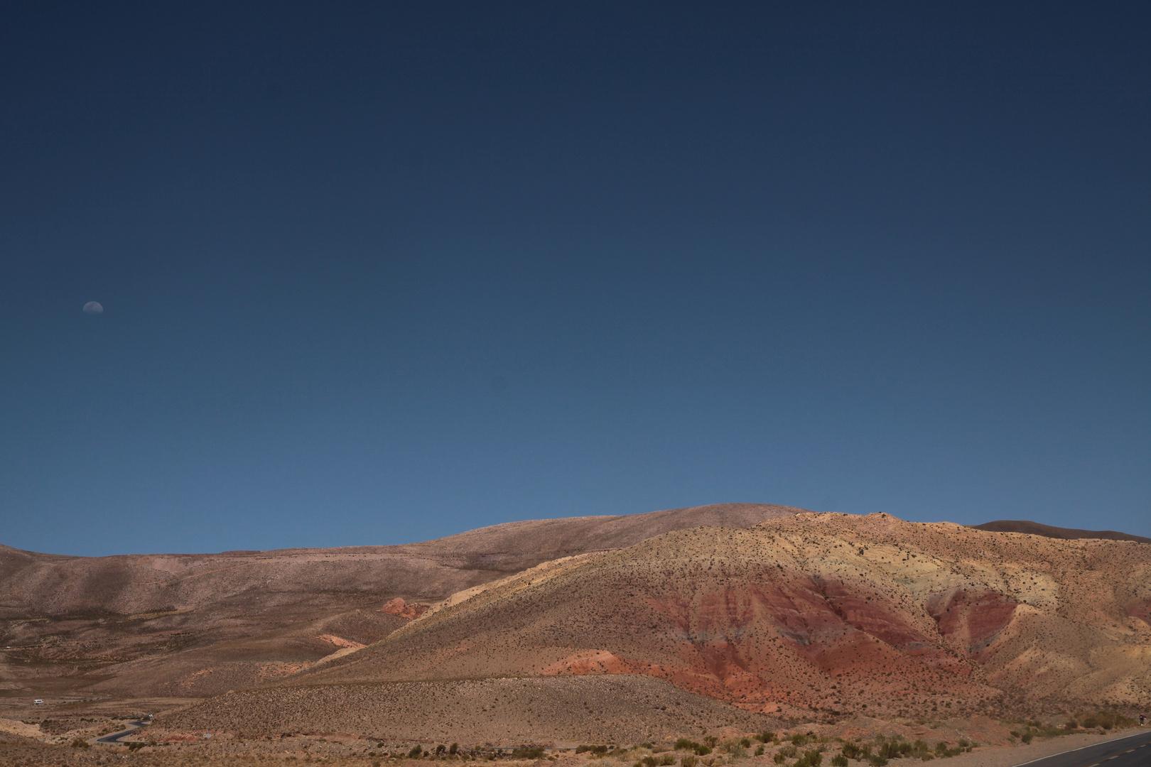Halbmond über Nordwest-Argentinien