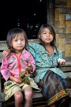 Hallo Falang, was bringt Dich in unser Dorf? Etwas sticky rice gefällig?